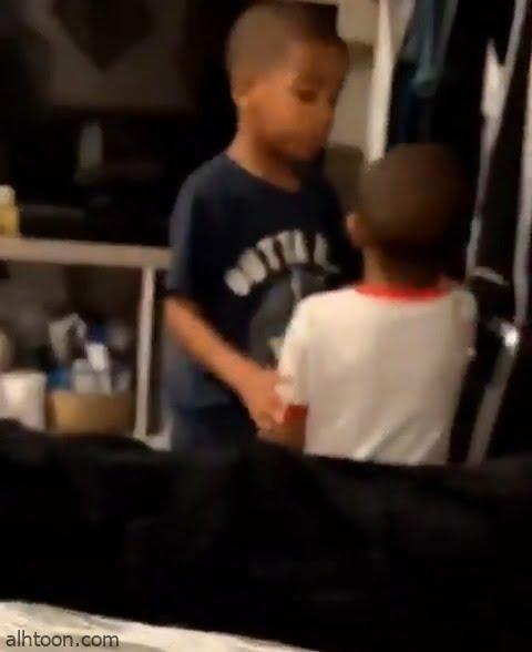 """شاهد: طفل يتمكن من تهدئة اخاه """"الصغير"""" بطريقة جميلة - صحيفة هتون الدولية"""