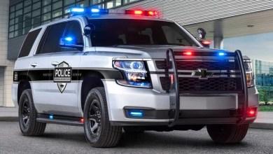 شاهد: لحظة هروب رجل بسيارة شرطة في أمريكا - صحيفة هتون الدولية