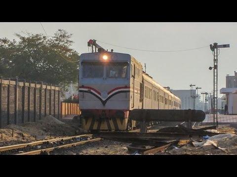 شاهد: قلاب يقطع طريق قطار في مصر - صحيفة هتون الدولية