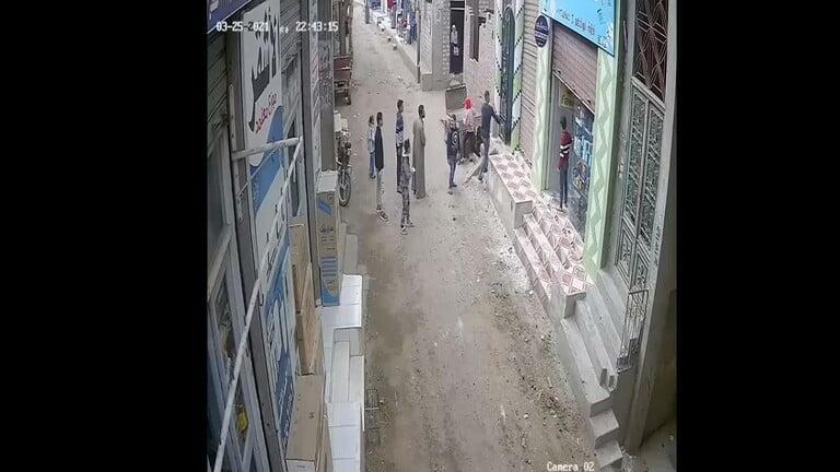 شاهد: مصري يطفئ إسطوانة غاز كادت أن تنفجر - مشاهد المملكة