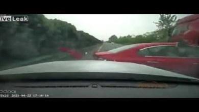 شاهد: حادث مروع بين مركبة وشاحنة - صحيفة ختون الدولية