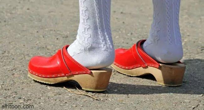 موضة أحذية القبقاب تعود من جديد