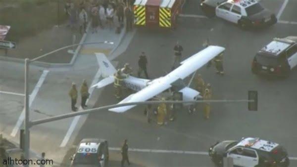 شاهد: طائرة تهبط على طريق - صحيفة هتون الدولية