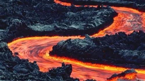 شاهد: نهر النار الأيسلندي - صحيفة هتون الدولية