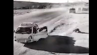 شاهد: سائق يسجد بعد نجاته من حادث - صحيفة هتون الدولية