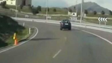 شاهد: حفرة تبتلع سيارة - صحيفة هتون الدولية