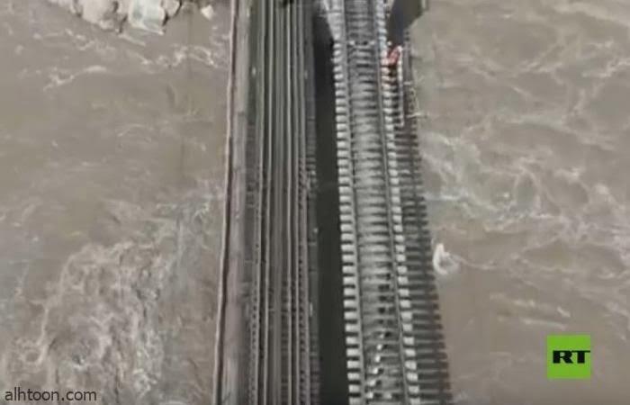 شاهد: أمطار تتسبب في انهيار جسر للسكة الحديد - صحيفة هتون الدولية