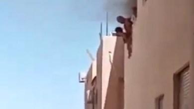 شاهد: شخص يلقي أطفاله من شقته - صحيفة هتون الدولية