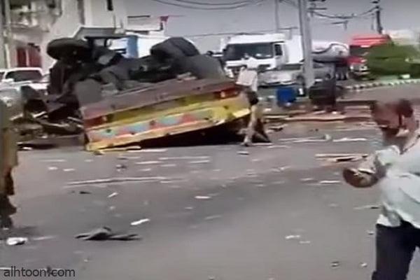شاهد: شاحنة تسحق مركبات بمحايل عسير - صحيفة هتون الدولية