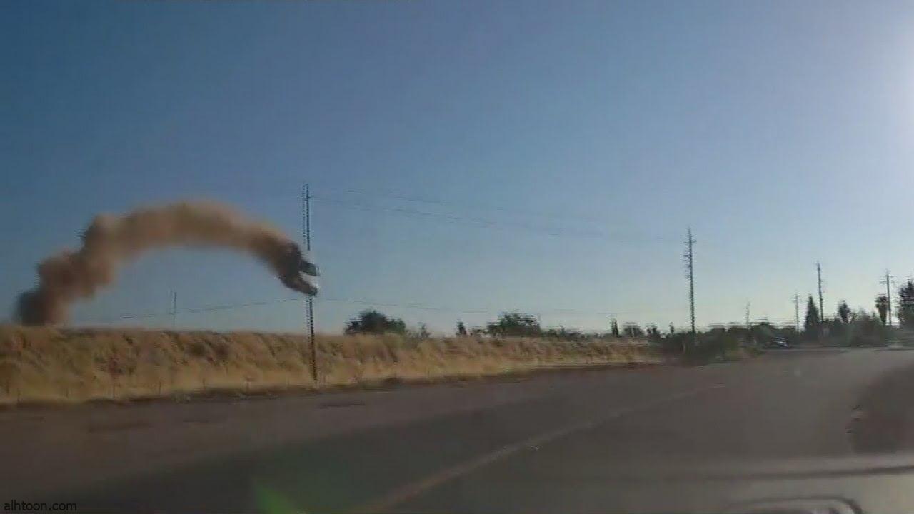 شاهد: تطاير مركبة في حادث مروع - صحيفة هتون الدولية