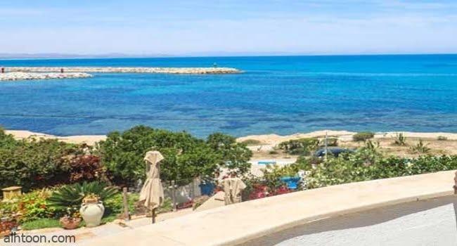 السياحية في جزيرة سانتوريني
