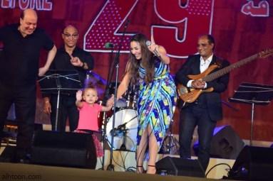 ابنة جنات تحيي الجمهور بمهرجان محكى القلعة - صحيفة هتون الدولية