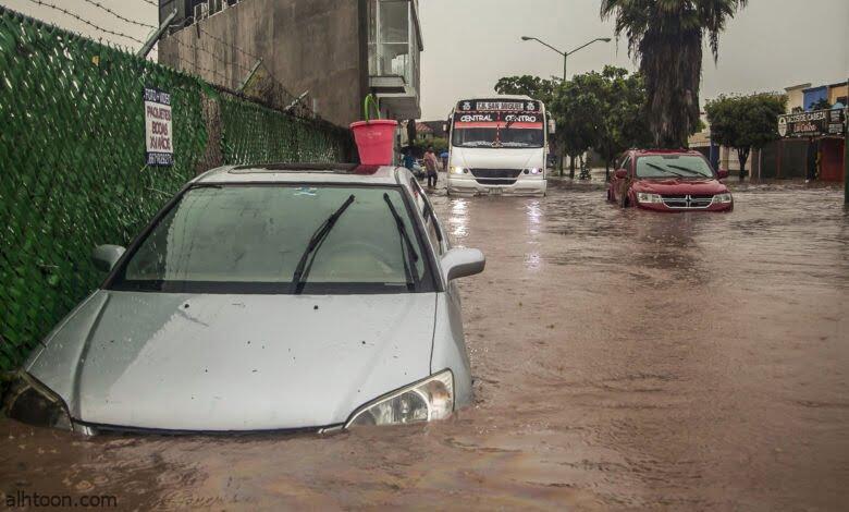 شاهد: فيضانات عارمة تجرف سيارات - صحيفة هتون الدولية