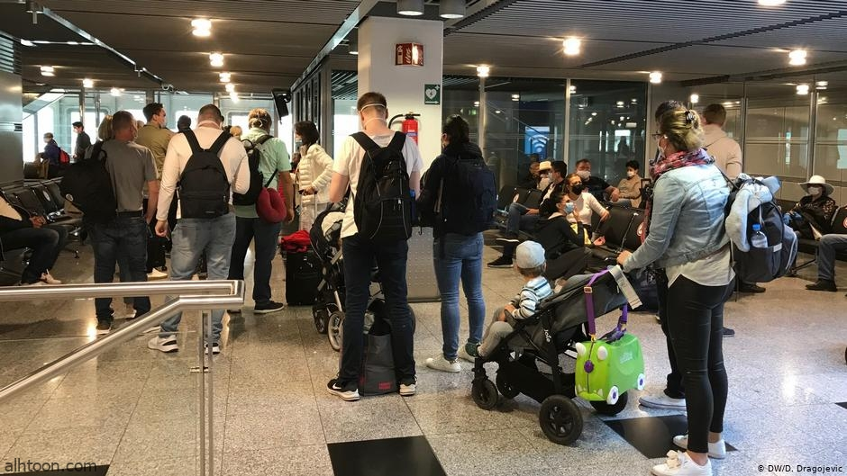 شاهد: ردة فعل شاب مخمور بعد منعه من صعود الطائرة - صحيفة هتون الدولية