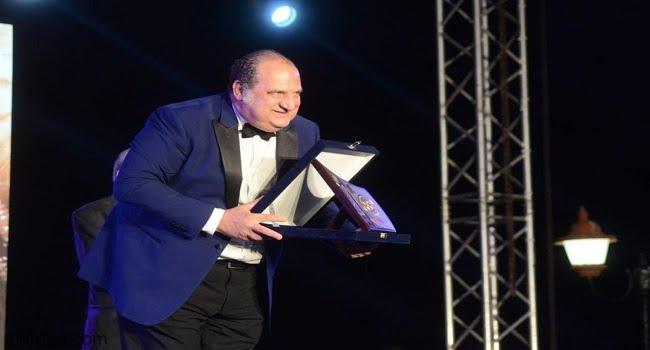 خالد الصاوي يصدم جمهوره بكرسي متحرك