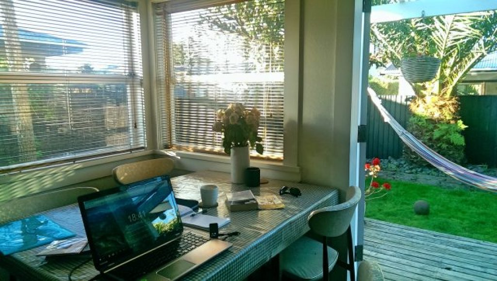 House sitting in New Zealand, get free accommodation, get free accommodation around the world, best house sitting websites
