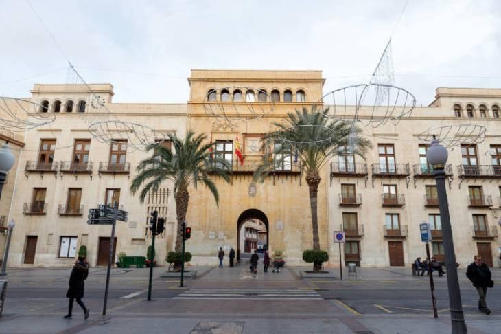 El Ayuntamiento de Elche suspende la actividad municipal las ...