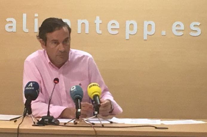 El PP acusa al Consell de sangrar al turismo con varias tasas