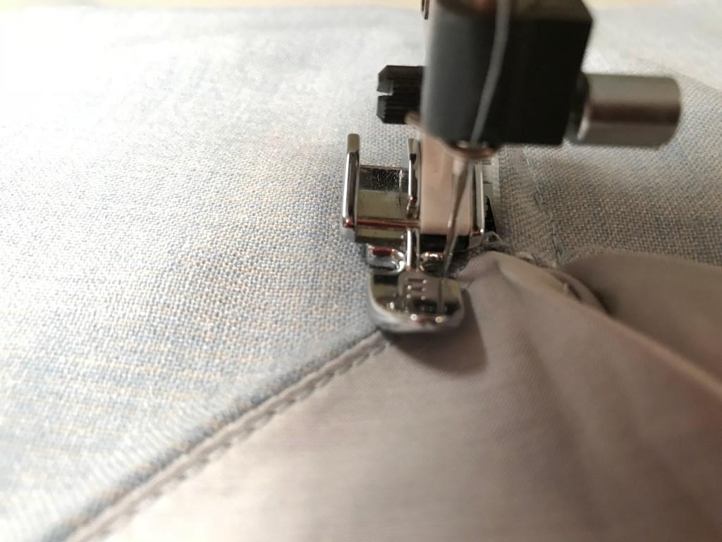 centered-zipper-aliceandann