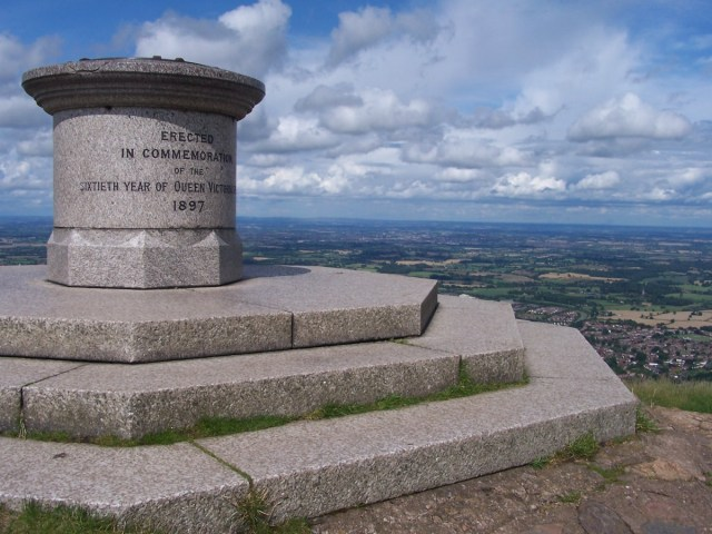Queen Victoria's Commemorative atop the Malvern Hills. f/5.6; 1/750sec