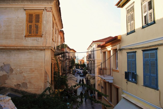 Cobbled streets of Nafplion: f/5.6; Exposure 1/200sec; ISO-100