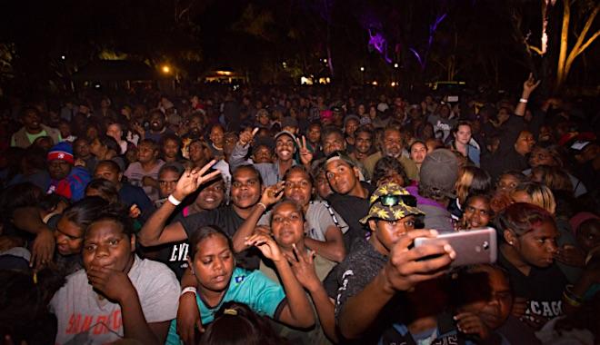 p2490 Bush Bands crowd 660