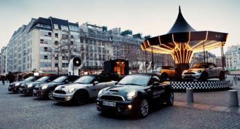 llllitl-mini-france-mini-roadster-manege-caroussel-paris-centre-pompidou-street-marketing-digital-facebook-ticket-qr-code-mini-united-2012-2