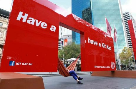 kitkat-guerrilla-marketing-2
