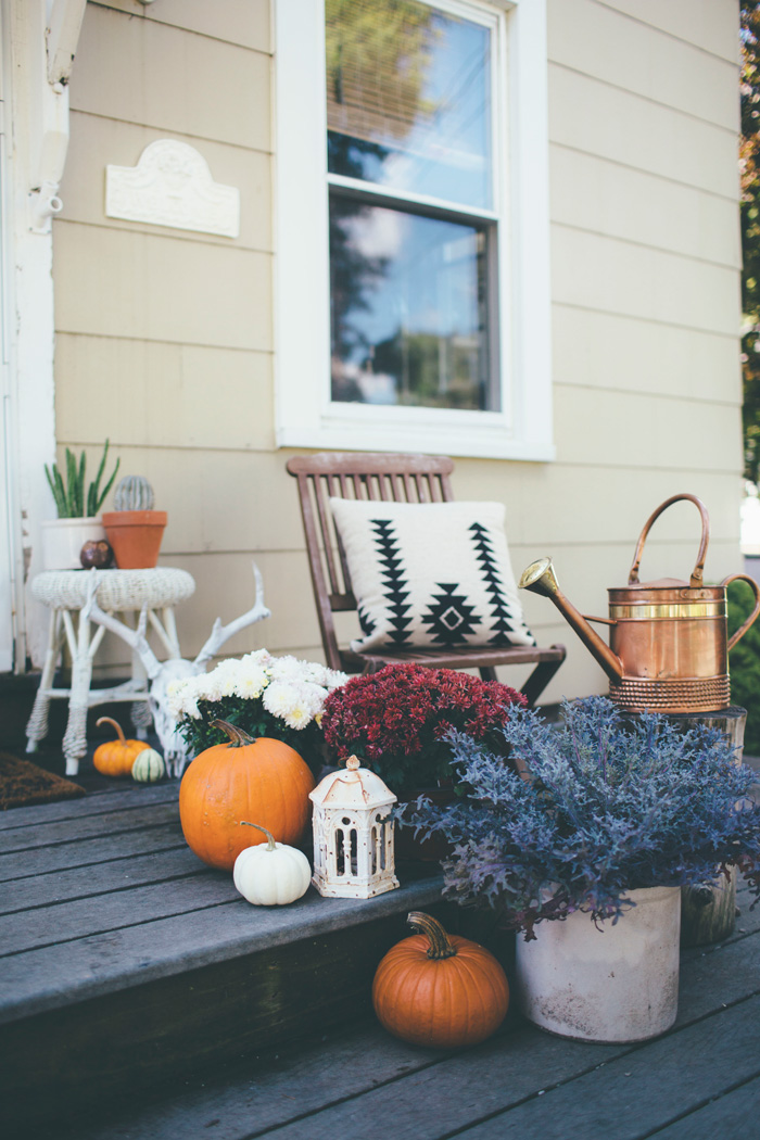 In The Fall Of 2015, I Filled Our Porch With A Variety Of Mums, Plants And  Pumpkins Mixed With Eclectic Finds And Bohemian Decor.