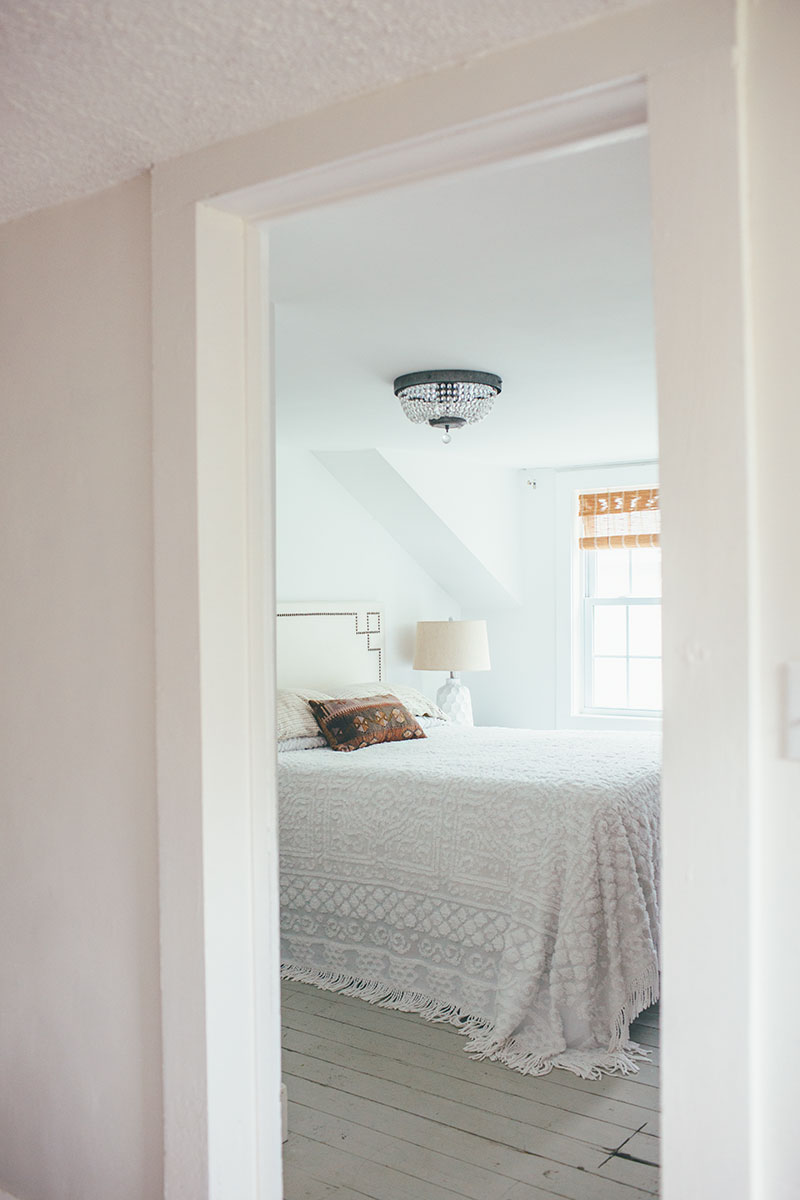 Minimalist Master Bedroom Staged to Sell – Alice Wingerden