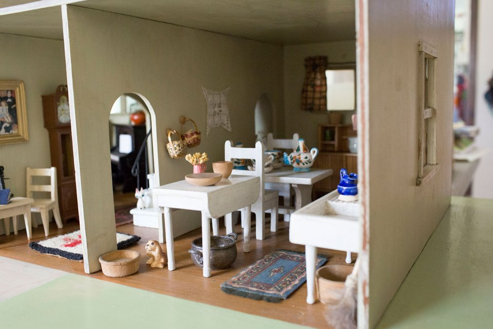 Antique-Farmhouse-Dollhouse
