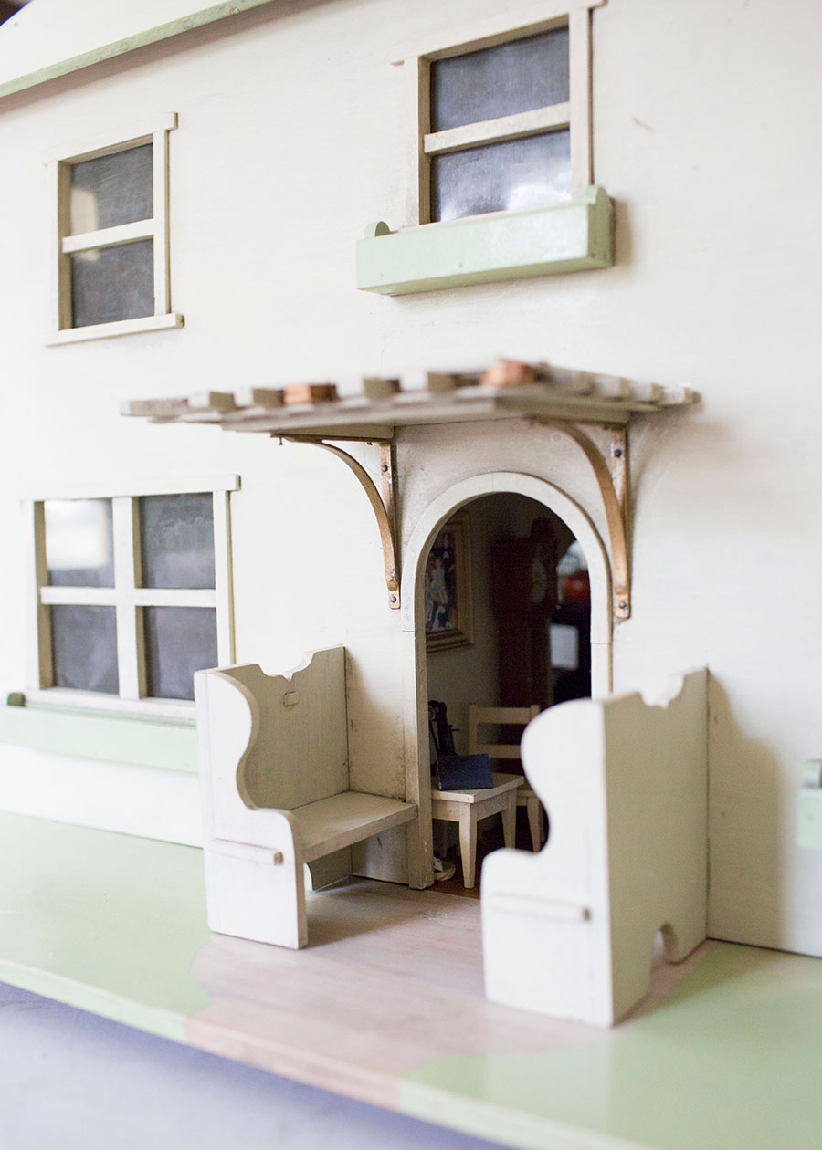 Dollhouse-Back-View-With-Bench-Seating