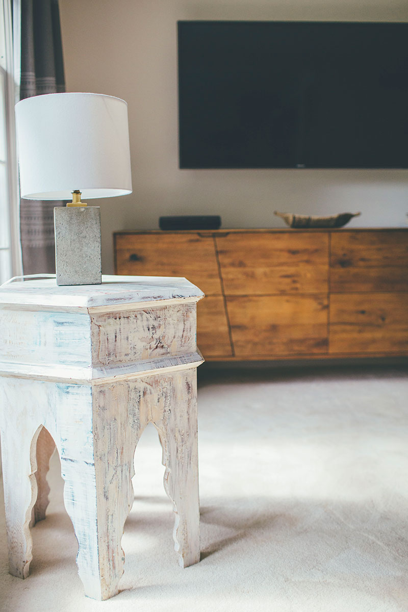 Whitewashed-Moroccan-Sidetable-Concrete-Lamp