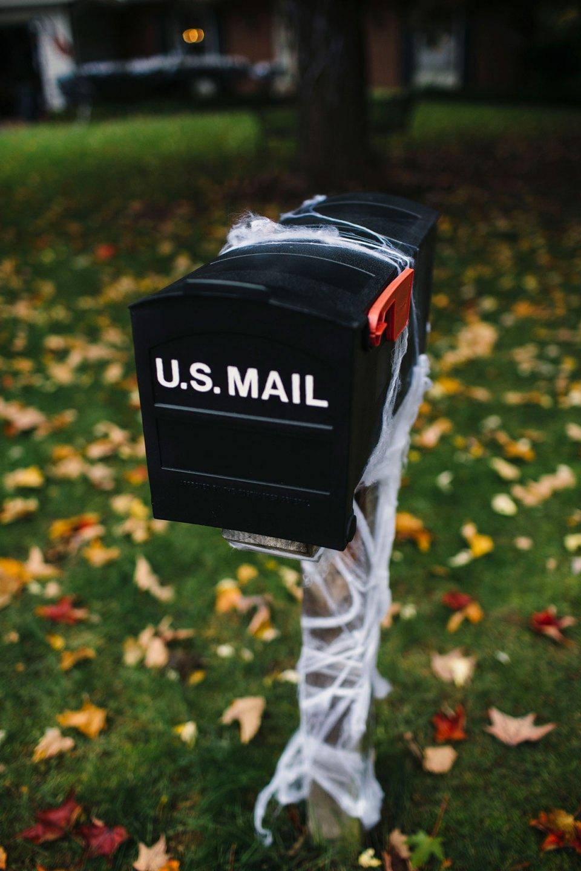 Cobweb-Covered-Halloween-Mail-box