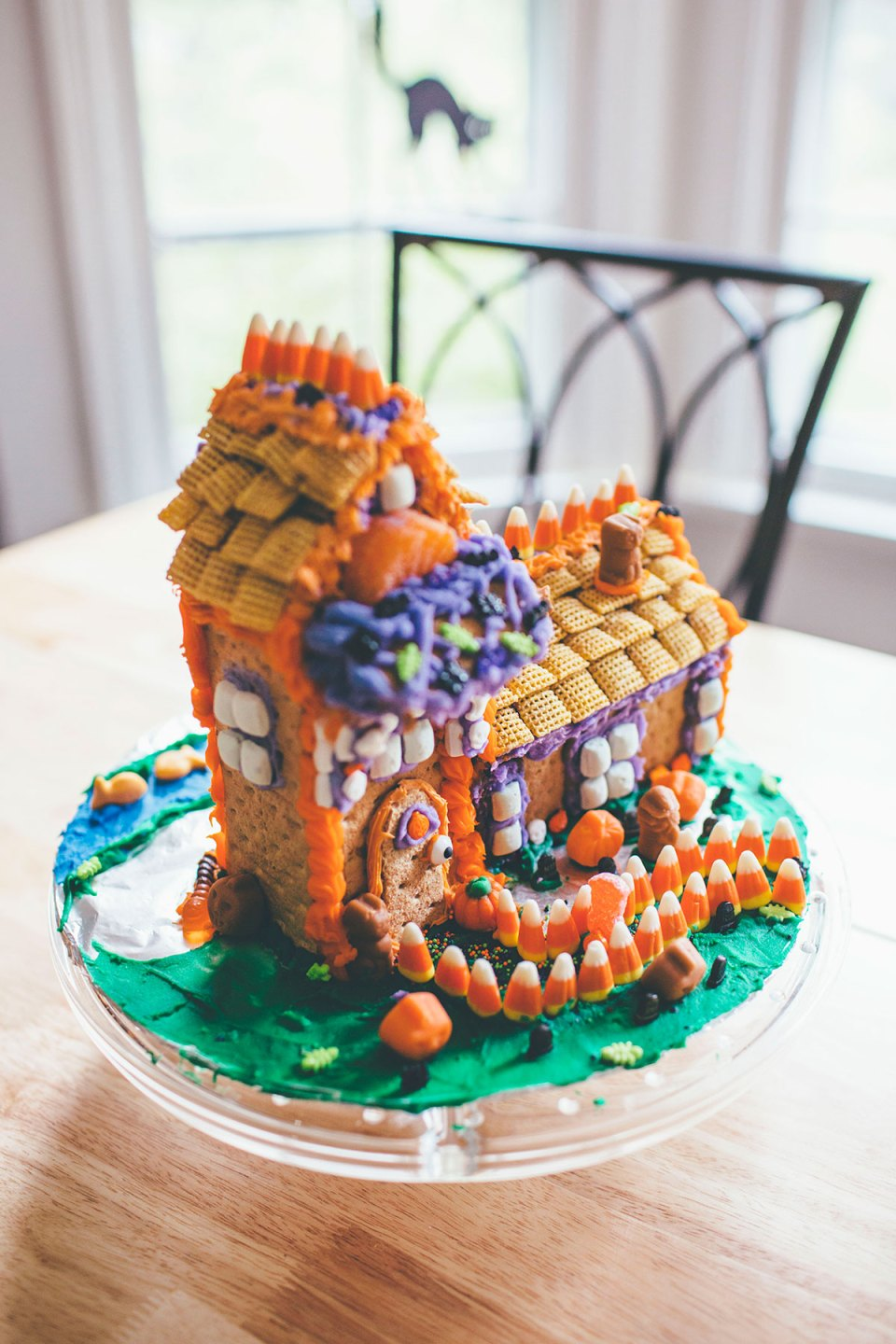 Halloween Gingerbread House with Graham Crackers