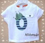 Camiseta con inicial aplicada del nombre del bebe y corona pintada a mano.