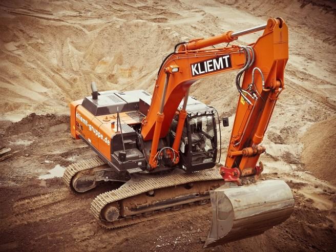 excavators-1174428_1280-1