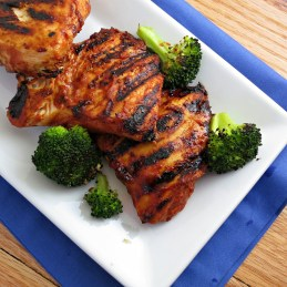healthy grilled barbecue chicken with DIY barbeque sauce