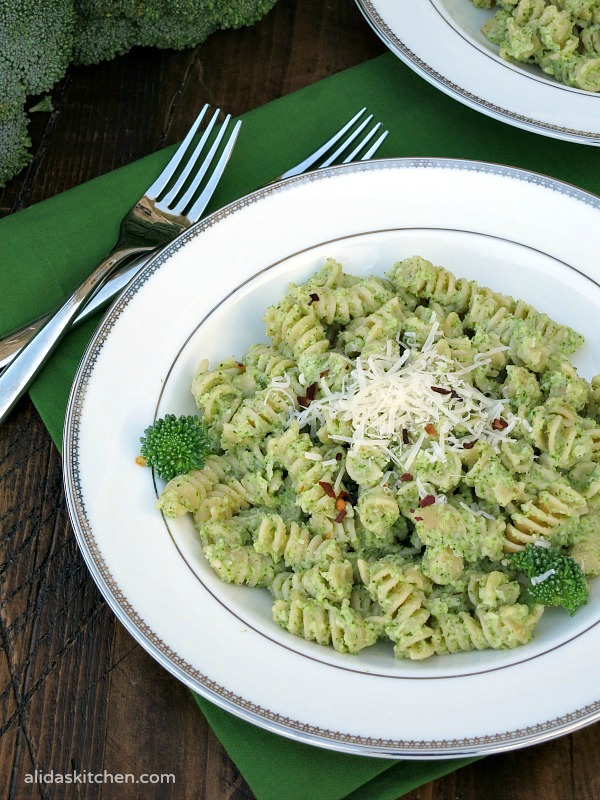 Broccoli Pesto Pasta |