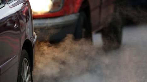 PUTNEY, ENGLAND - JANUARY 10:  Exhaust fumes from a car in Putney High Street on January 10, 2013 in Putney, England. Local media are reporting local environmental campaigners claims that levels of traffic pollutants, mostly nitrogen dioxide, have breached upper safe limits in the busy street in south west London.  (Photo by Peter Macdiarmid/Getty Images)