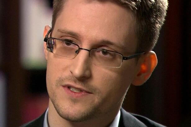 Edward Snowden say ALIENS are trying to make contact with Earth right now 1