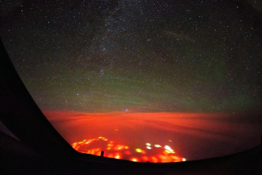 PAY-Mysterious-Red-Glow-over-the-Atlantic (1)