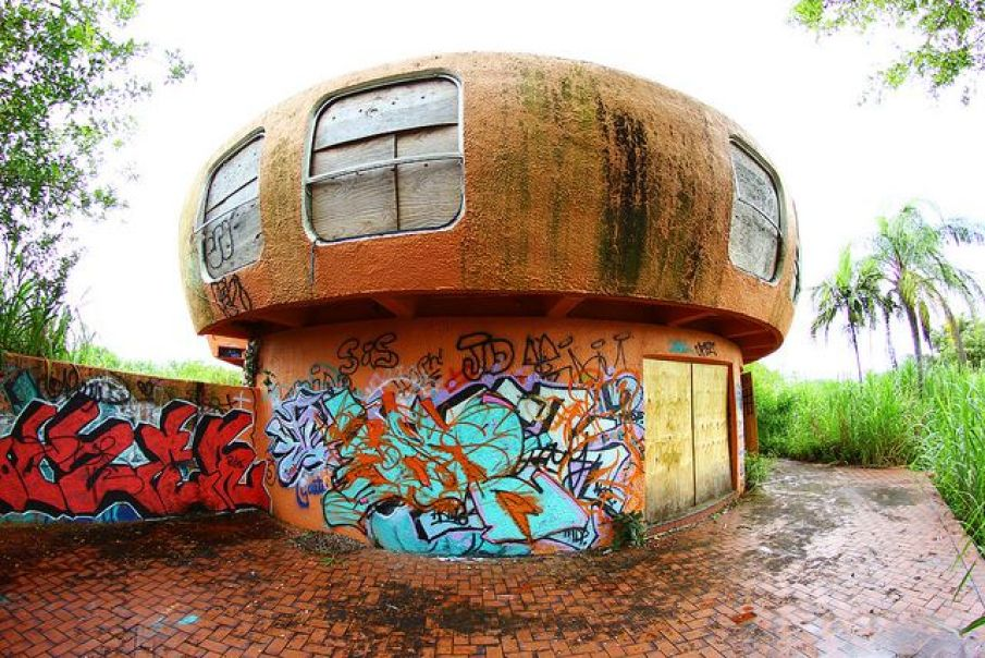 UFO-house-abandoned-homestead-florida-2