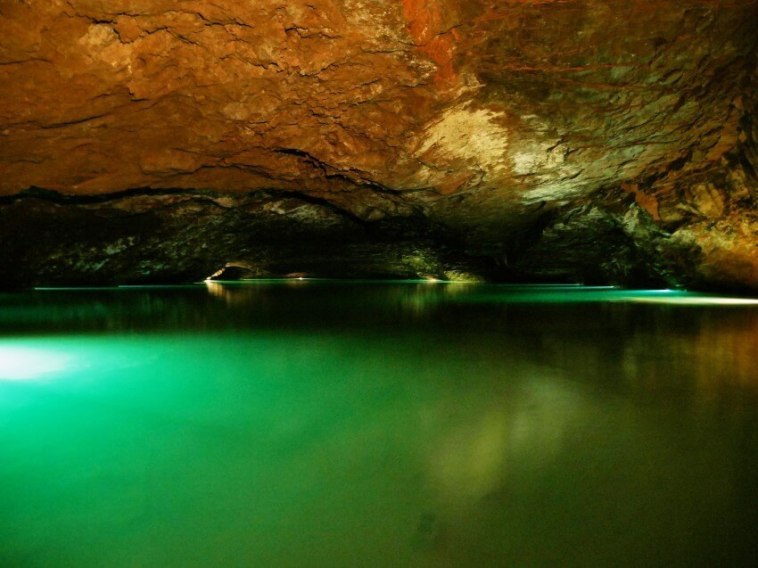 The largest underground lake in the US is under Tennessee, discovered by a 13 yr old boy