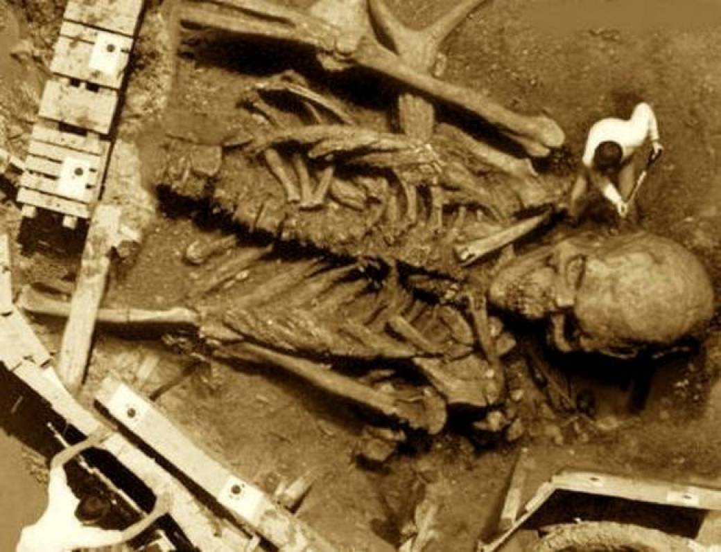 Guy Digging up Giant Human Skeleton found in India