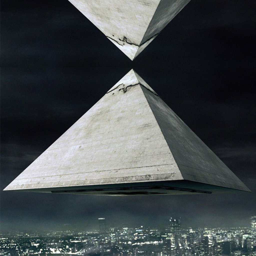Pyramids-flying-inversees-city-688