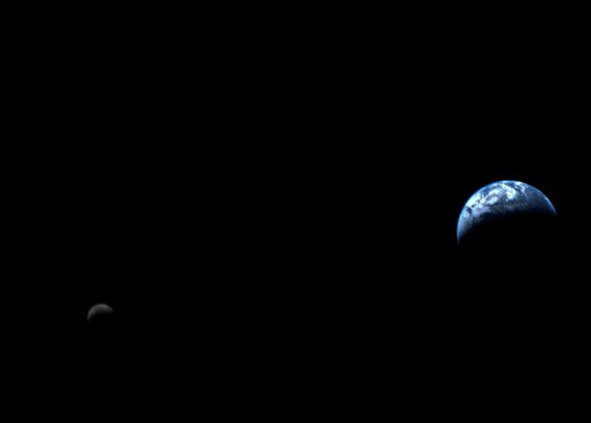 Most images don't accurately portray the distance between Earth and the moon.