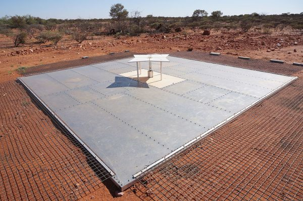 EDGES antenna in Australian desert