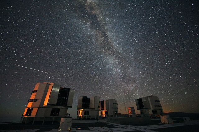 The 2010 Perseids over the ESO's VLT