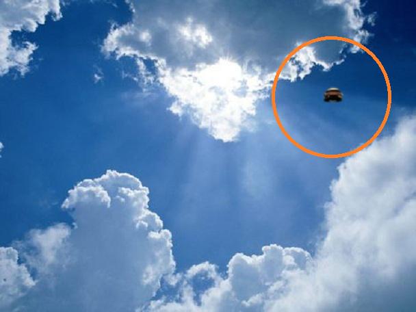Shape shifting UFO witnessed over Jackson New Jersey